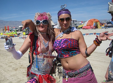 perceptivetravel.com_issues_0109_photos_burningman_costumes_450