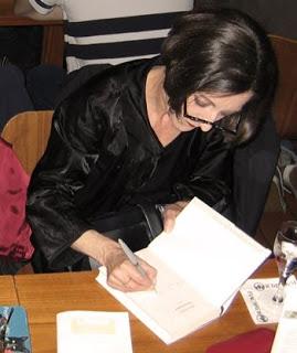 1.bp.blogspot.com__dX-OdaMZJt0_Ss8xu3joD_I_AAAAAAAACds_u_x2X17gHvU_s320_muller_signing_photo