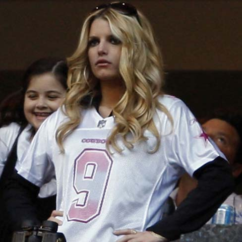 fashionablepeople.files.wordpress.com_2009_10_jessica-simpson-cheers-tony-romo-1