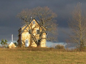 eastcoastbychoice.ca_wp-content_uploads_2010_04_dawnjohnston_farmhouse-300x225