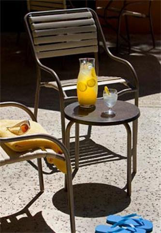 storyimg5_050410_patios