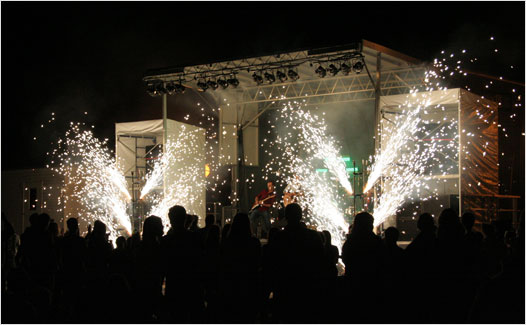 Day 1 of the 33rd Annual Bedford Days culminated with a pyrotechnics shows during a performance by the band Telfer at DeWolf Park (Photo by Reed Holmes). See photos from Day 1 below (click on thumbnails to enlarge).