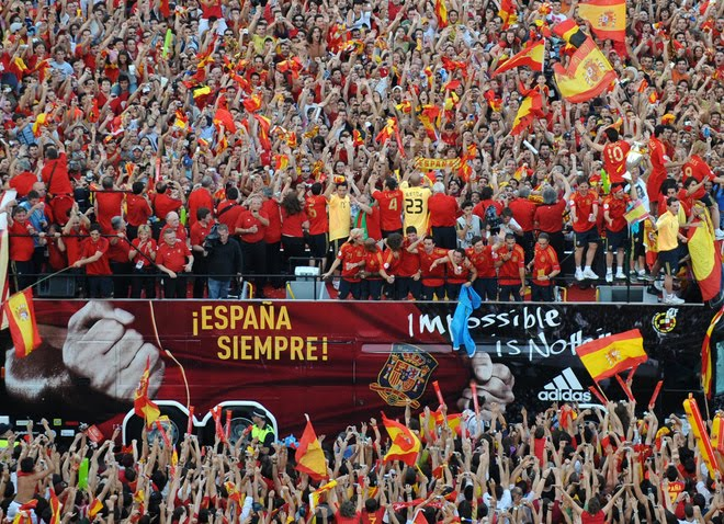 4.bp.blogspot.com__xoCe0NggOPI_TFd9jbz5UqI_AAAAAAAAAdI_FYUH5pwUS44_s1600_Spain_s_Euro_2008_football_squad
