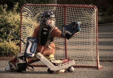 1.bp.blogspot.com__xoCe0NggOPI_TKKYFdz_fqI_AAAAAAAAAiA_j9_Tf-s8owU_s1600_street-hockey2