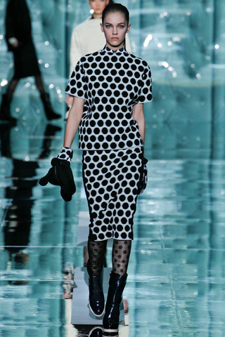 fashionablepeople.files.wordpress.com_2011_02_marcjacobs-polkadots-style