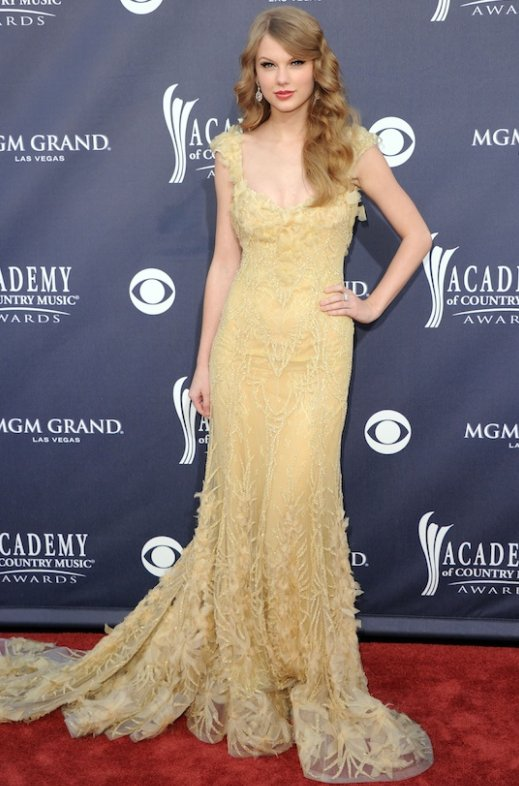 fashionablepeople.files.wordpress.com_2011_04_taylor-swift-2011-acm-awards