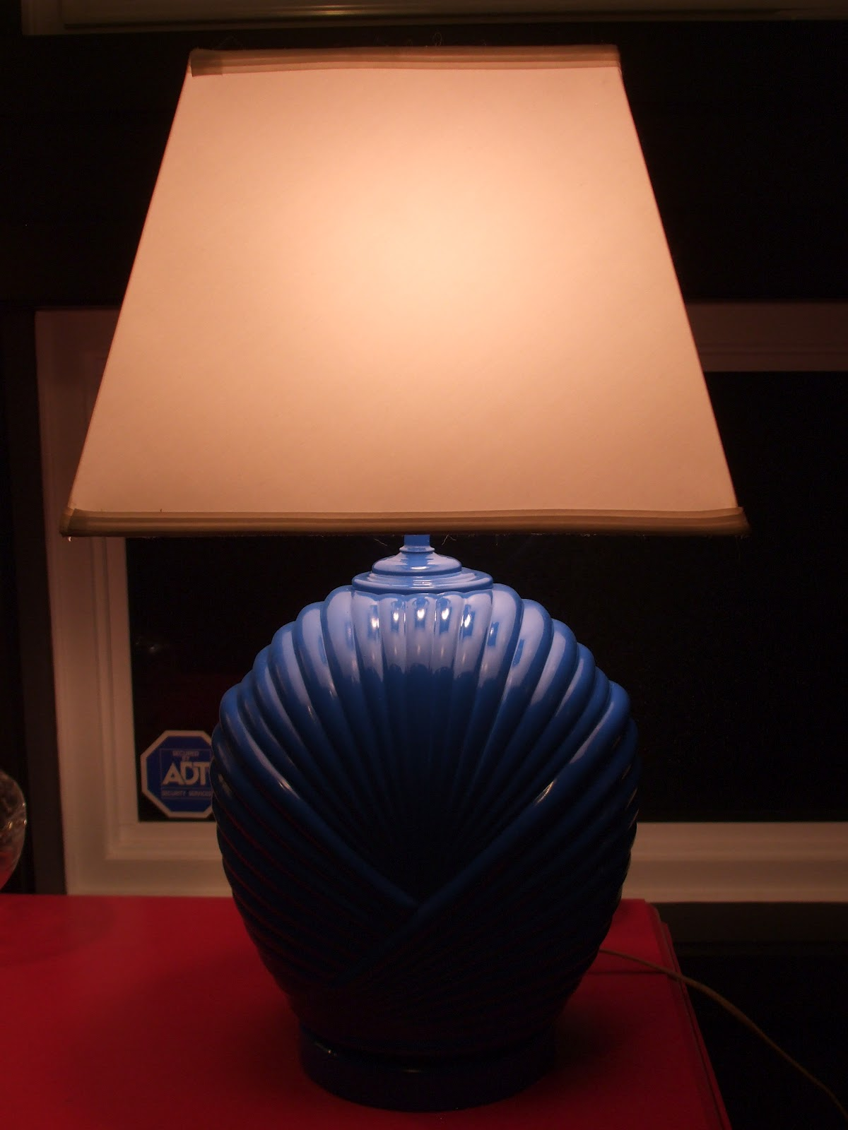 4.bp.blogspot.com_-b4cWq0gLT7g_T4tpWYyX41I_AAAAAAAABWY_FC1DMIHyNys_s1600_patio+and+lamp+prize+makeover+007