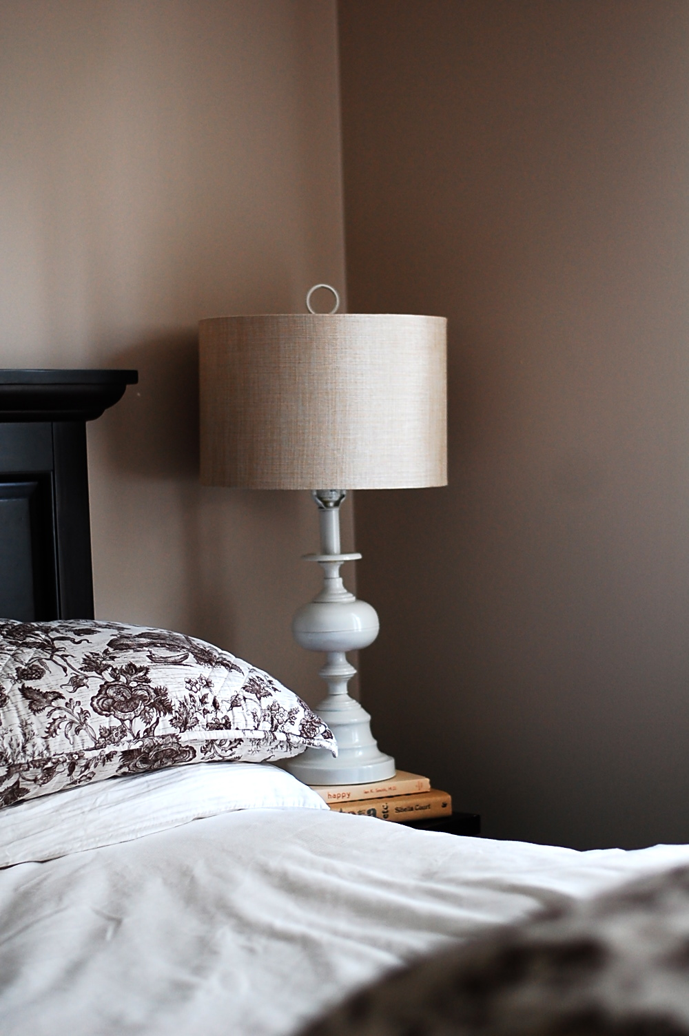from brassy to classy! another lamp redo