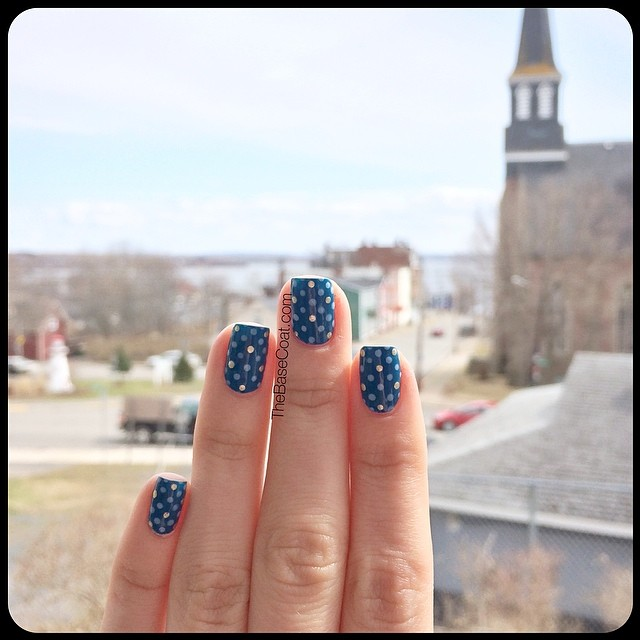 In #Pictou for the day visiting Andy's grandma. It's actually kinda nice outside, so we are sitting on the porch watching the 'traffic'! Haha ? #nails #nailart #nailpolish #nailsofinstagram #polishednails #notd #mani #manicure #essie #blue