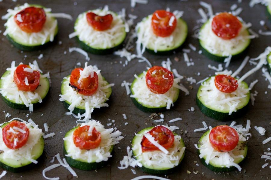 zucchini & tomato pizza rounds