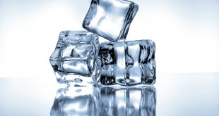 mommyjuiced.com_wp-content_uploads_2014_09_kozzi-Ice_cubes_on_blue_background-1774x1183