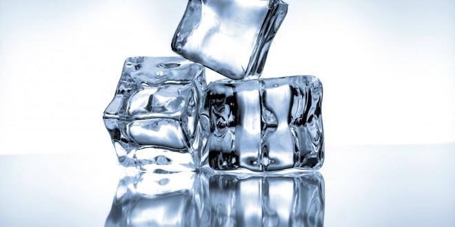 mommyjuiced.com_wp-content_uploads_2014_09_kozzi-Ice_cubes_on_blue_background-1774x1183