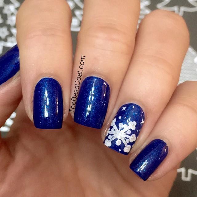 snowflake accent nail haligoniaca