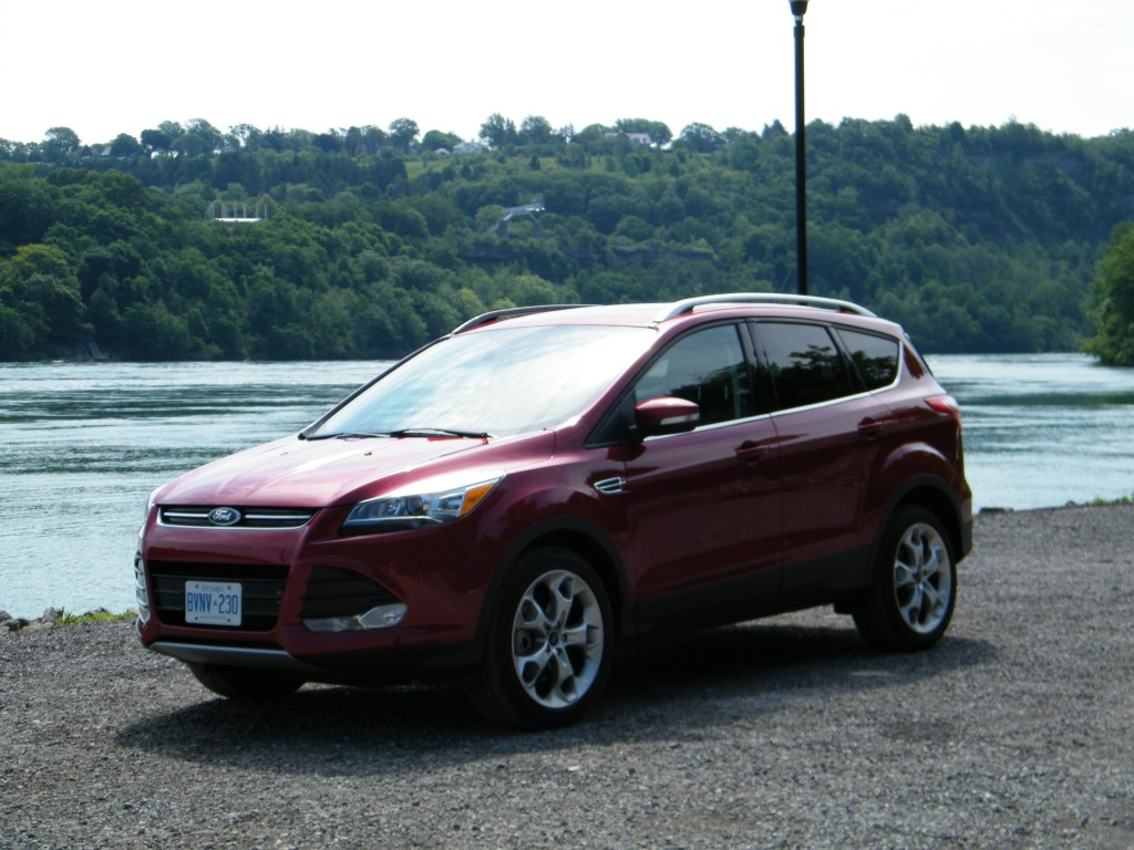 2015 Ford Escape-front corner