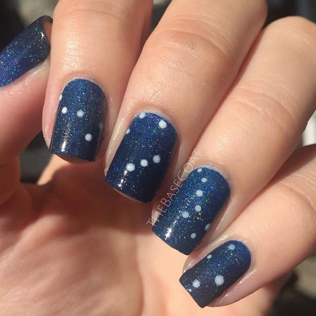 Quick constellation nails! Cassiopeia, Orion, Big Dipper, and Lyra ⭐️? I created the base with Cirque Colors Sky Woman & Glitter Gal Black Holo. For the