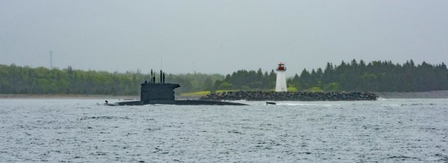Dutch Sub HNLMS ZEELEEUW Comes and Goes and Comes.