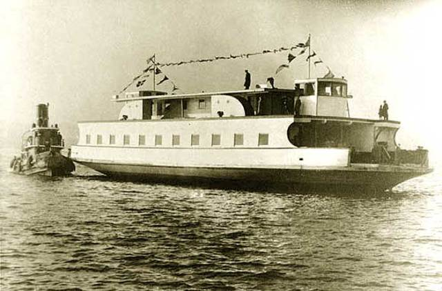"Dartmouth Ferry ""Governor Cornwallis"""